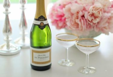 Une coupe de champagne グラス一杯のシャンパン